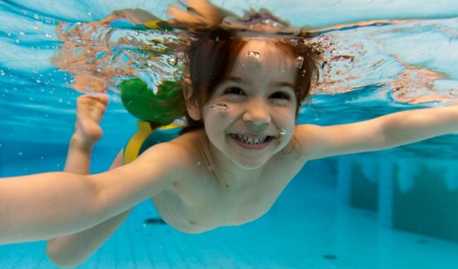 Tiềm ẩn nguy cơ viêm tai ngoài khi bơi lội